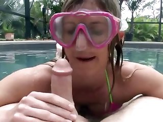 Blowjob With Diving Mask In Pool 480